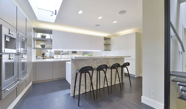 calacatta vali marble breakfast bar seating in chelsea london