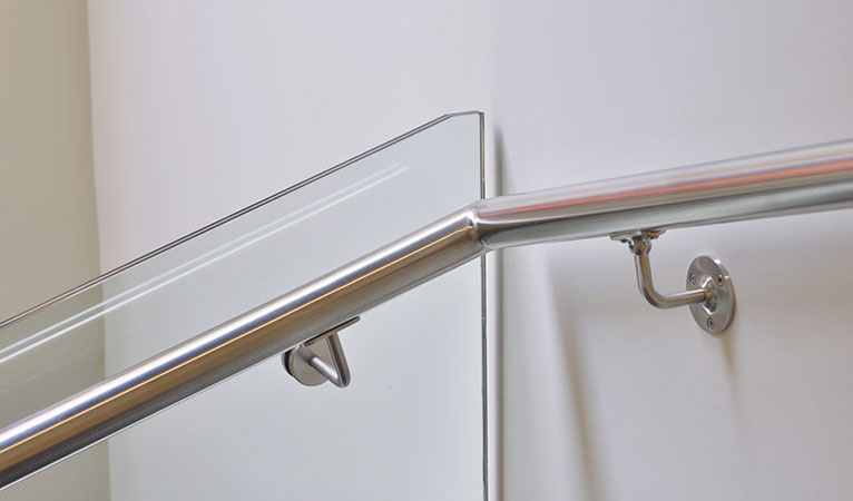 Bespoke stainless steel handrail & low-iron toughened glass balustrade in Chelsea SW7
