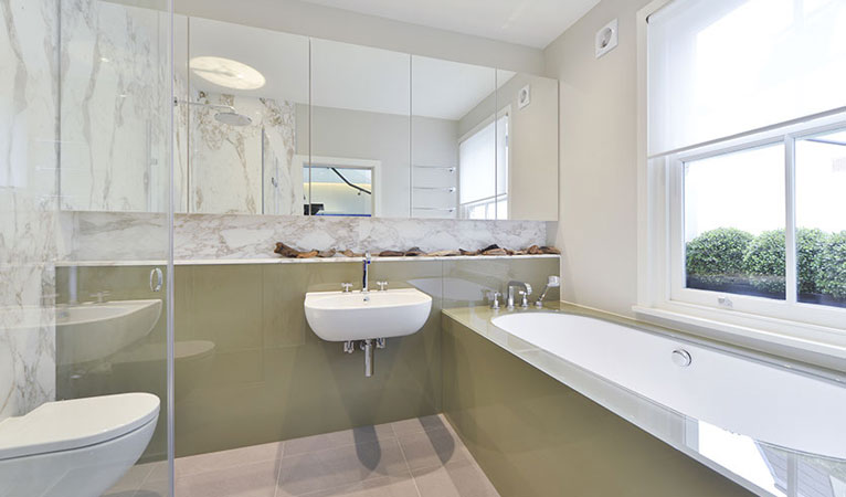 Luxury 1st floor family Bathroom in Chelsea with Calacatta Vagli marble splashback & enclosed shower